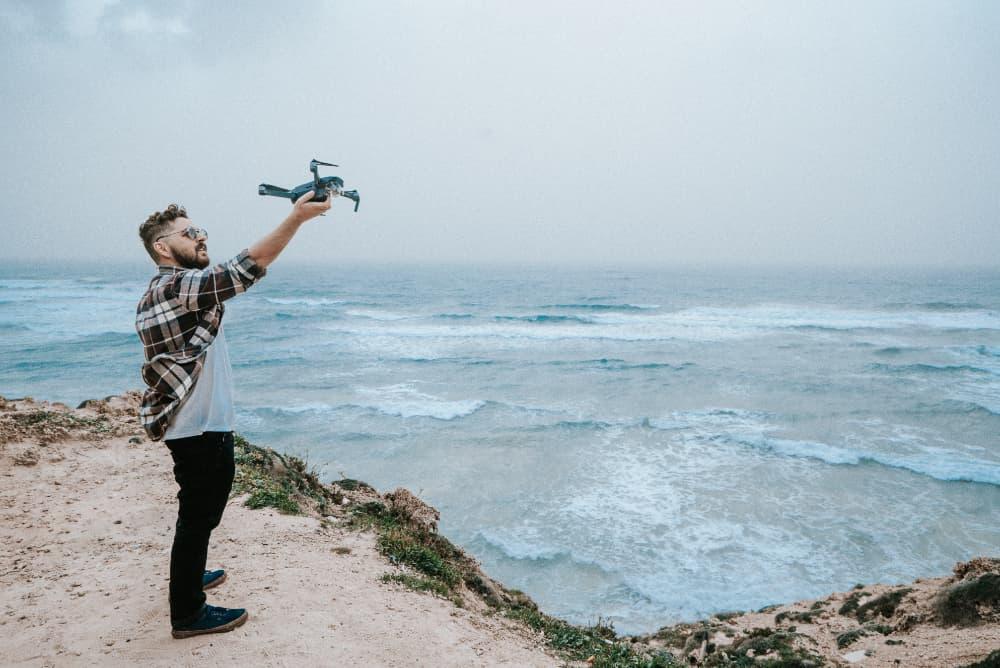 Dron (CC) Daniel Chekalov @ Unsplash