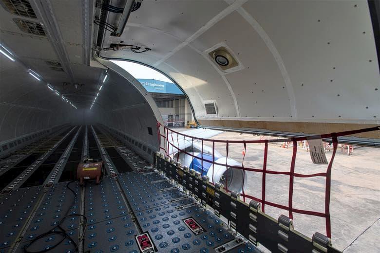 La nueva bodega de carga del A321P2F - Vallair