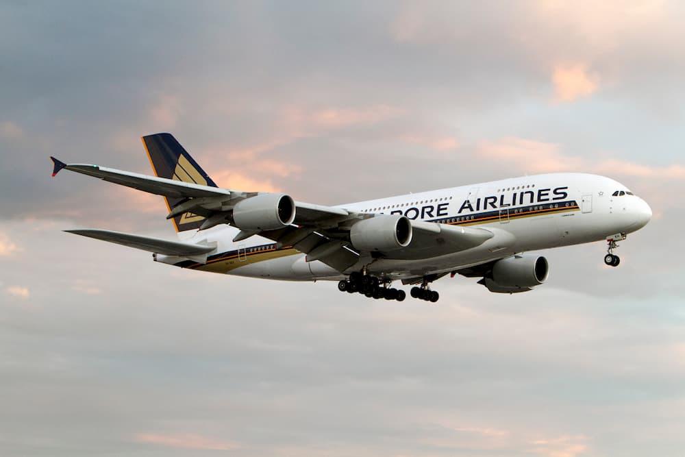 A380 de Singapore Airlines aterrizando en Heathrow