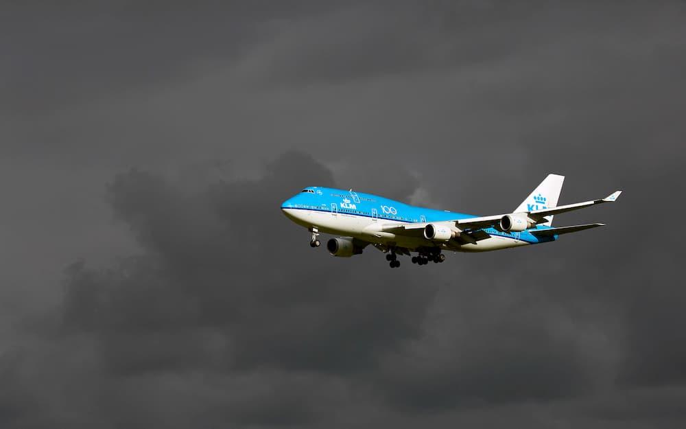 747-400 de KLM aterrizando en Ámsterdam