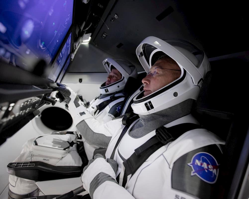 Behken y Hurley durante el entrenamiento – NASA