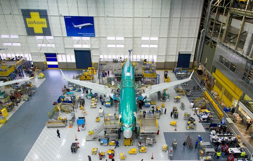 El primer prototipo de Boeing 737 MAX en la planta de ensamblado – Boeing