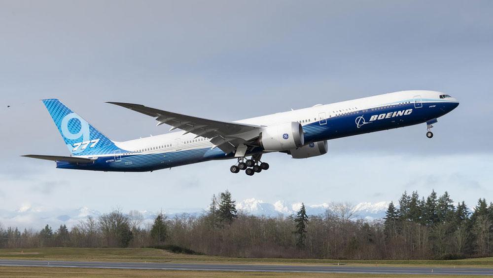 El primer 777X despegando - Boeing