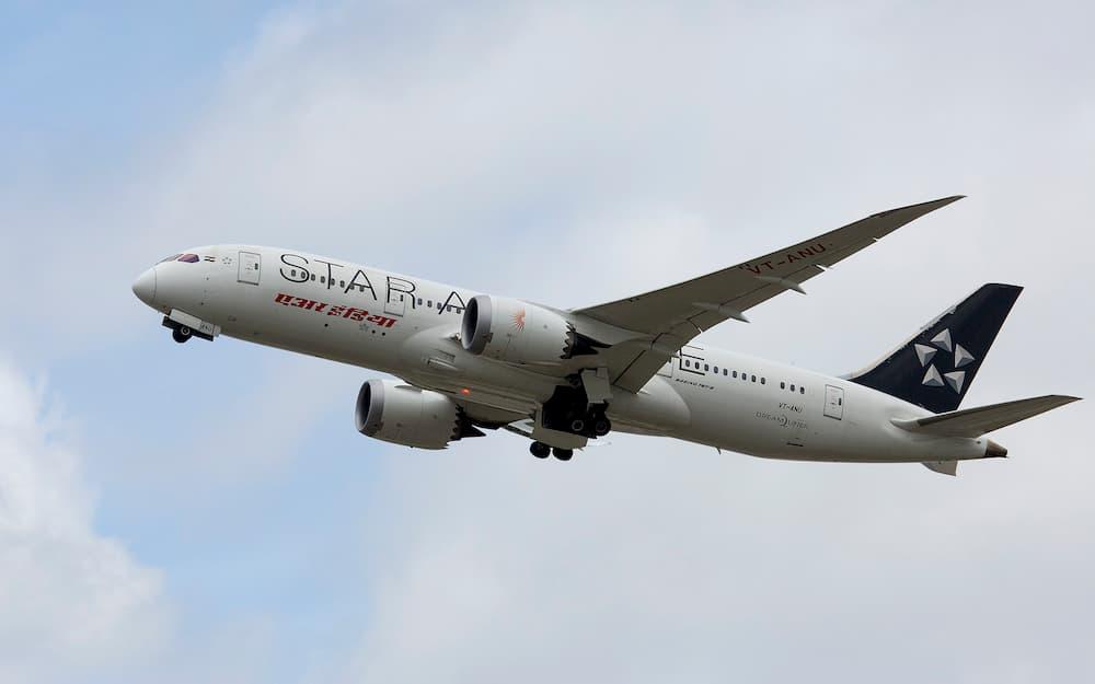 Un Boeing 787 de Air India saliendo de Heathrow