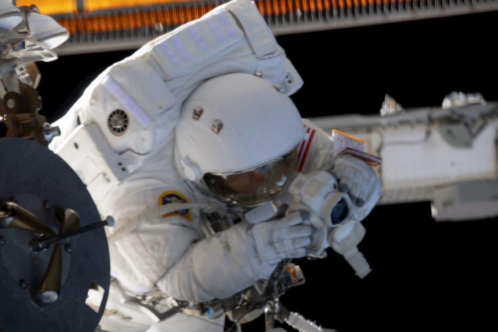 Jessica Meir durante el paseo espacial - NASA