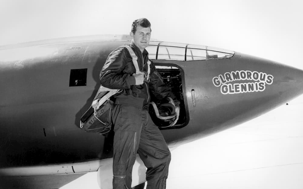 Chuck Yeager frente al Bell X-1 «Glamorous Glennis» – USAF