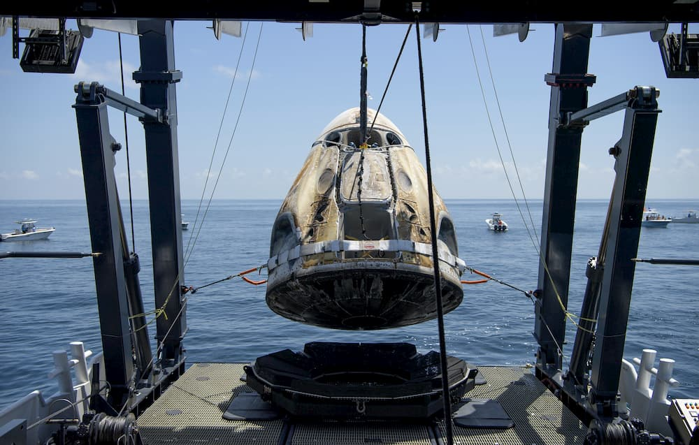 Izado de la Endeavour al Go Navigator – NASA/Bill Ingalls
