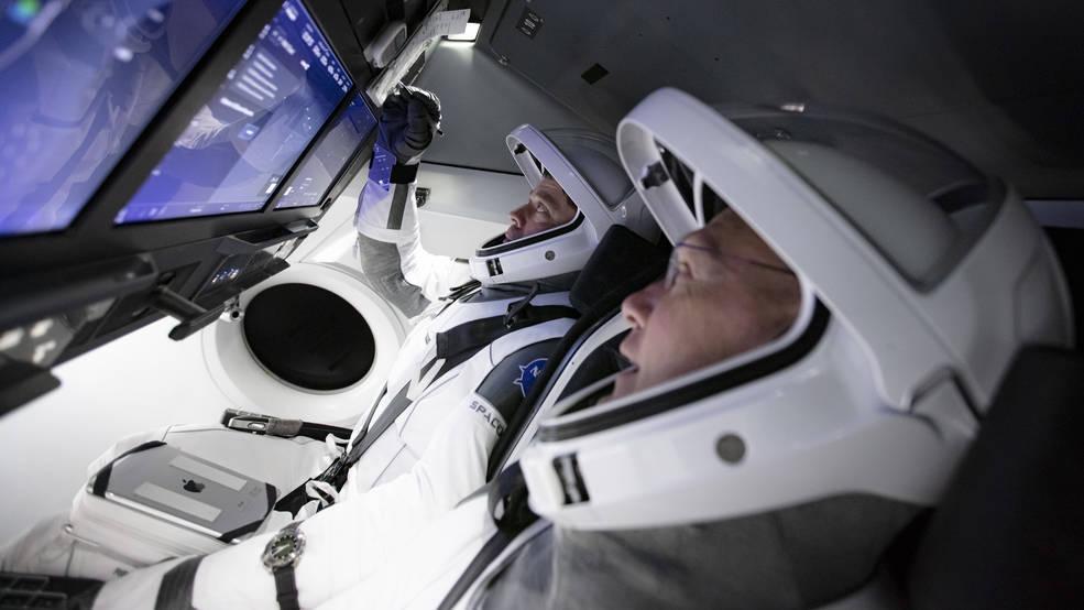 Bob Behnken y Doug Hurley durante la simulación - NASA