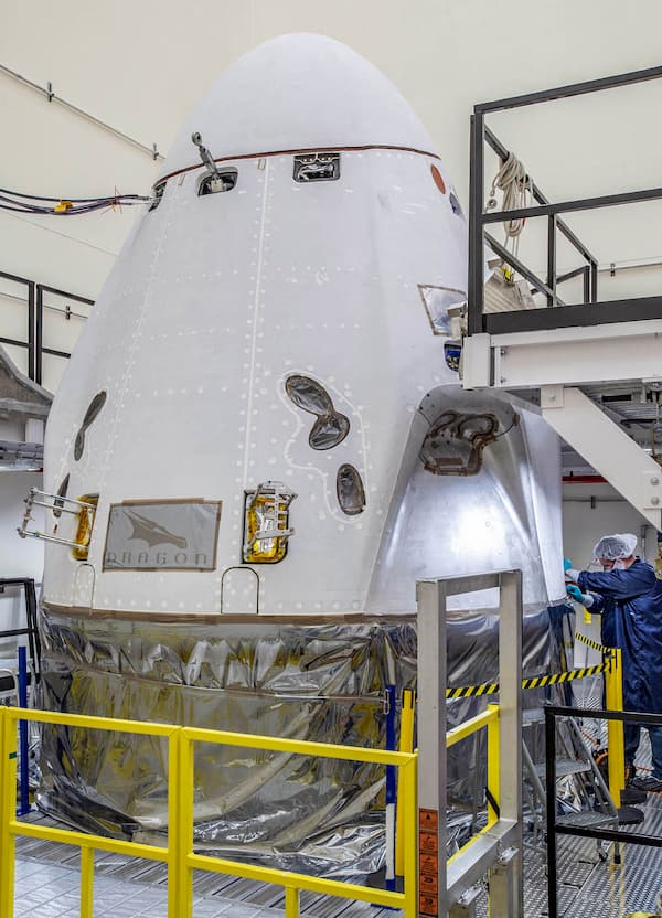 La Crew Dragon Resilience durante su preparación para el lanzamiento – NASA