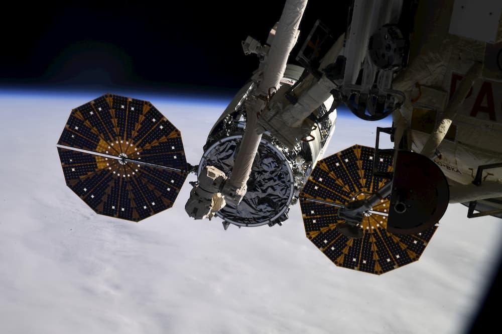 La Cygnus 13 ya capturada por el brazo robot de la EEI - Roscosmos
