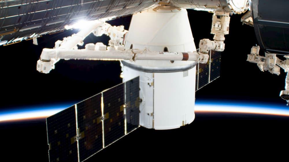 La Dragon 19 atracada en la EEI - NASA