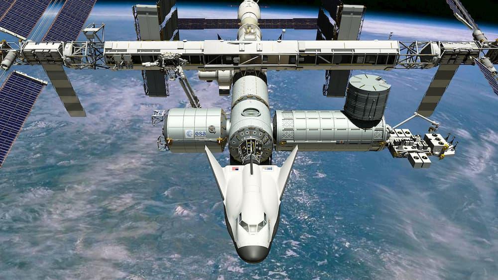 Impresión artística de un Dream Chaser en la Estación Espacial Internacional – SNC
