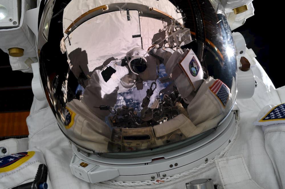 Jessica Meir durante el paseo espacial del día 15 - NASA