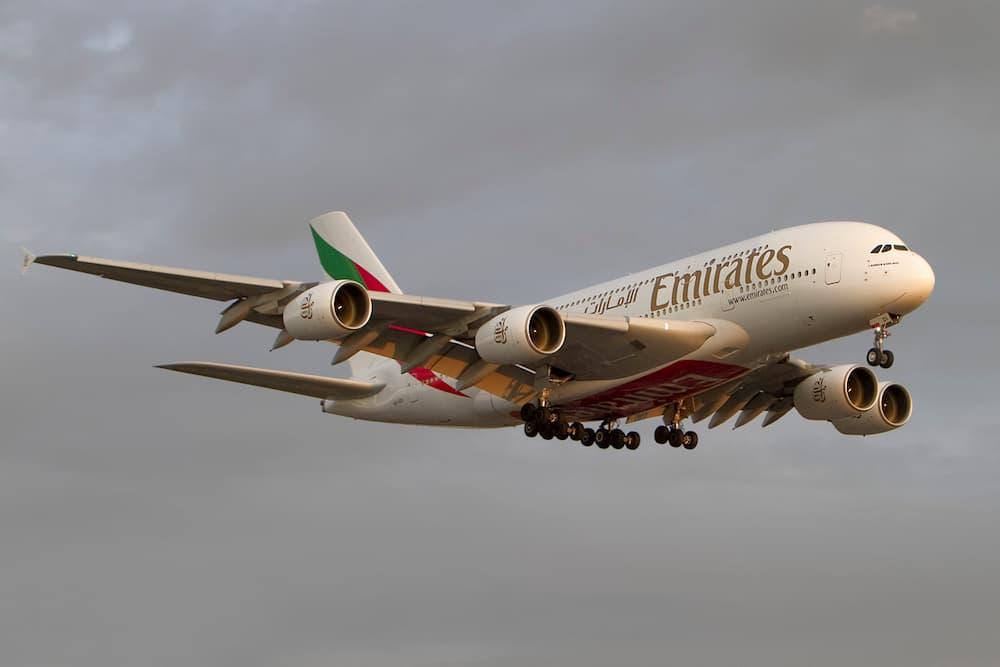 El A6-EDI aterrizando en Heathrow – Wicho