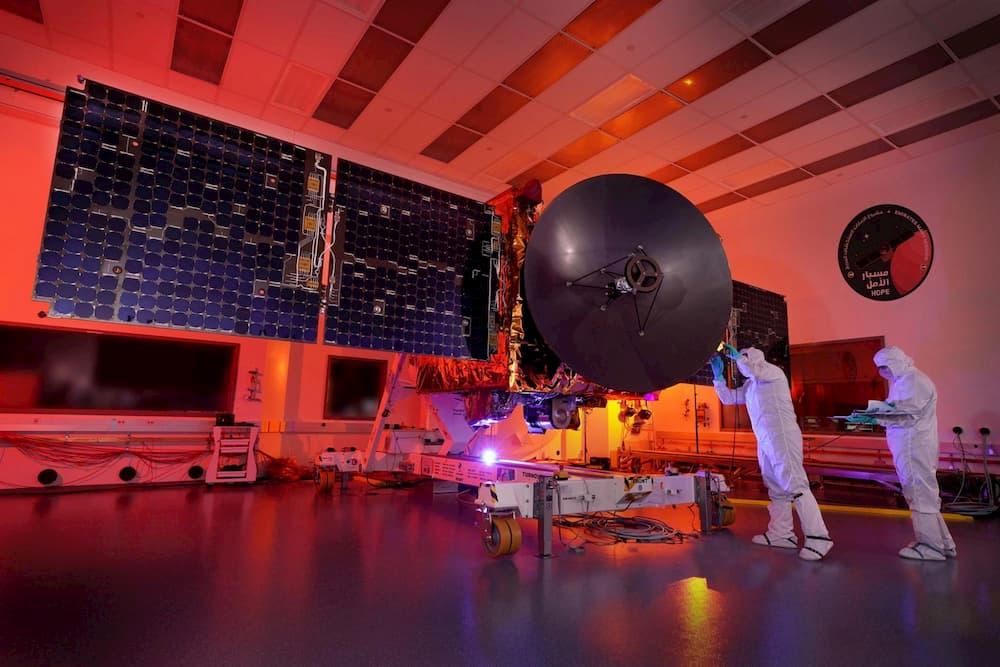 La sonda Hope durante los preparativos para su lanzamiento – Centro Espacial Mohammed bin Rashid