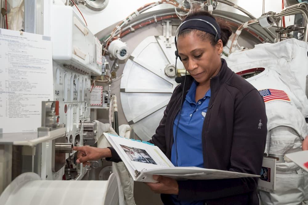 Jeanette Epps durante su entrenamiento – NASA