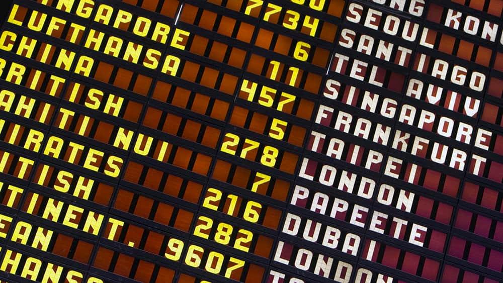 Vista parcial de un panel de destinos de mucho antes de la pandemia – Wicho
