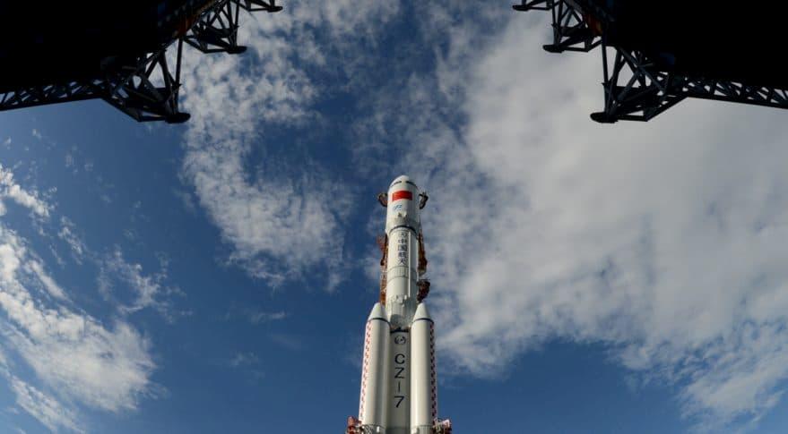 El primer Larga Marcha 7A en la plataforma de lanzamiento - CASC