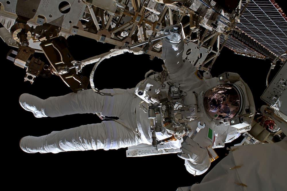 Luca Parmitano durante el paseo espacial en el que estableció el récord - ESA/NASA