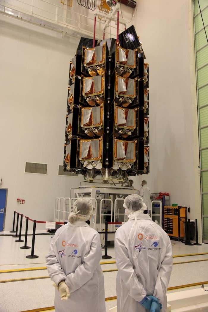 Los satélites antes de ser encapsulados