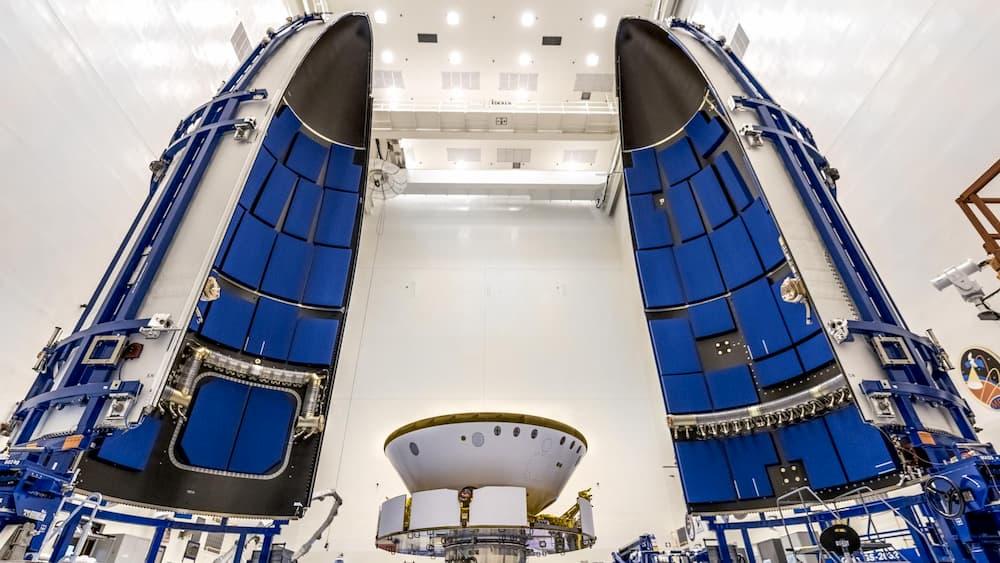 Perseverance a punto de ser encapsulado en su cofia protectora - NASA/Christian Mangano