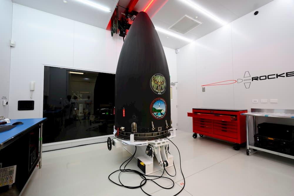 NROL-151 bajo su cofia protectora - Rocket Lab