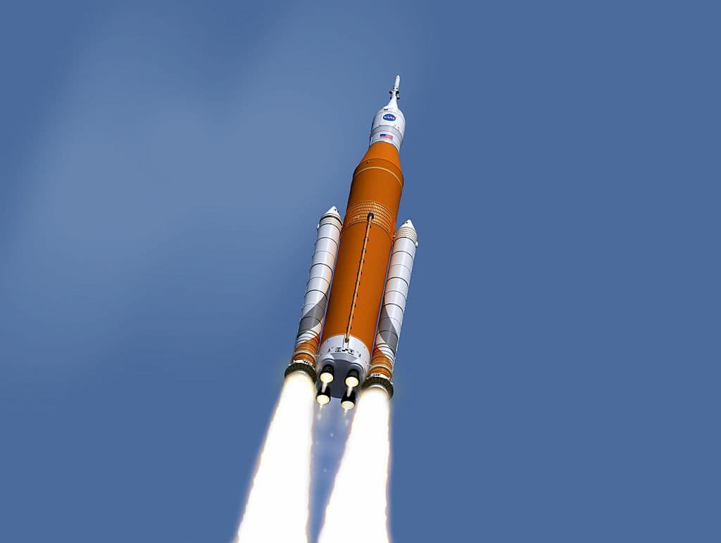 Impresión artística del SLS despegando - NASA