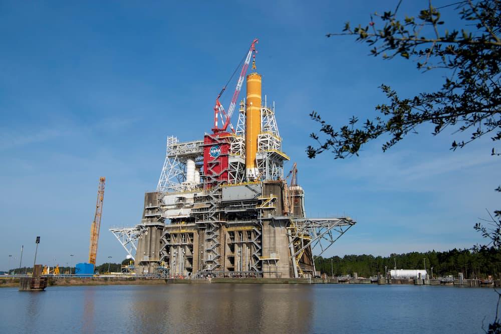 La etapa central del primer SLS en el Banco de Pruebas B2 del Centro Espacial Stennis - NASA