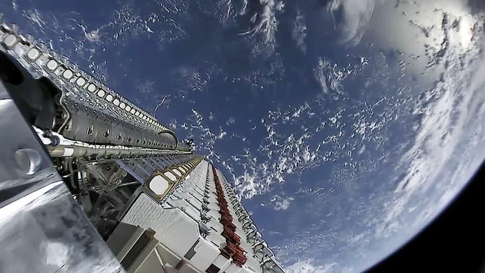 Un lote de satélites Starlink antes de ser desplegados – SpaceX