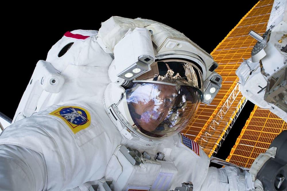 Shane Kimbrough durante un paseo espacial