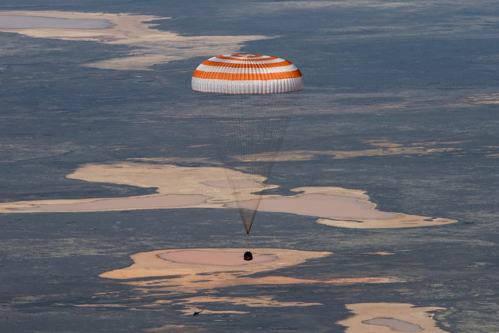 La Soyuz MS-15 durante su descenso – NASA/GCTC/Andrey Shelepin