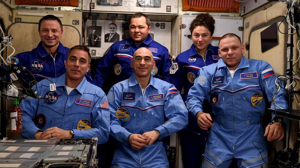 La tripulación de la EEI tras la llegada de la Soyuz MS-16 - NASA