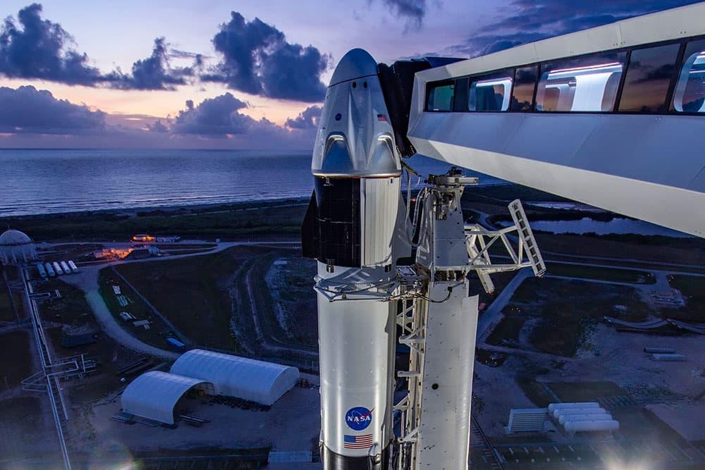 La cápsula vista desde la torre de servicio – SpaceX