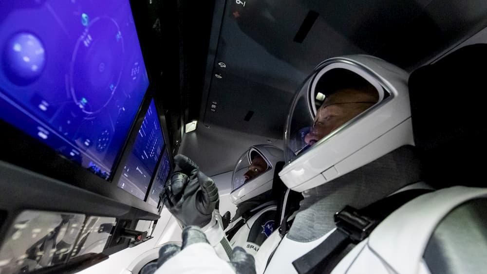 Behnken y Hurley en la Dragon – SpaceX