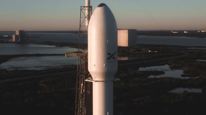 El cohete en la plataforma – SpaceX