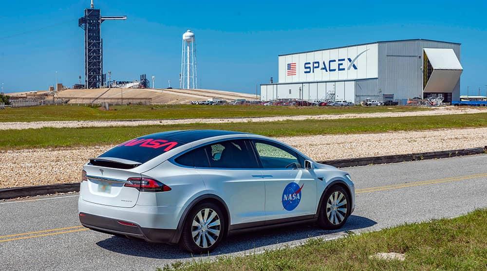 El Tesla Model X que llevará a Behnken y Hurley a la plataforma de lanzamiento – NASA