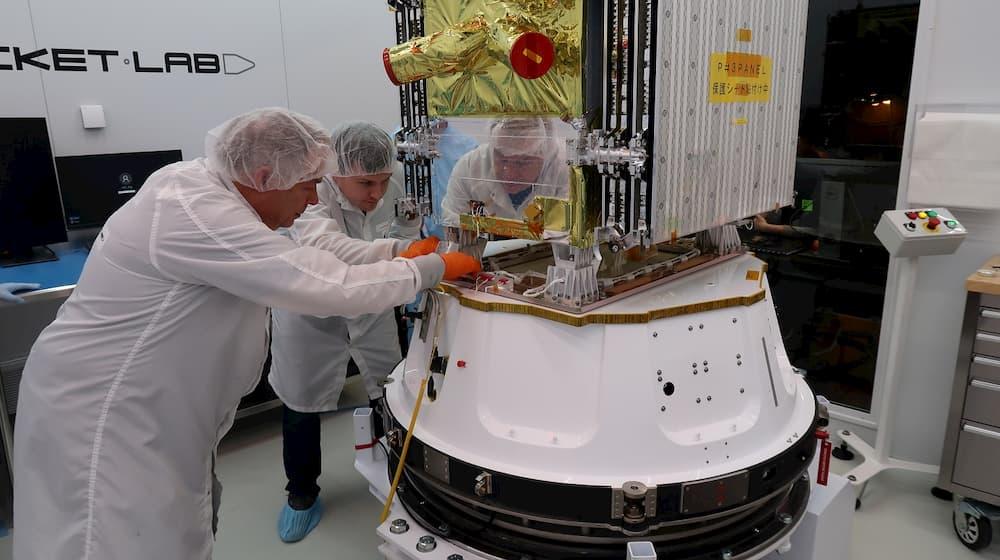 StriX α durante los preparativos para el lanzamiento – Rocket Lab
