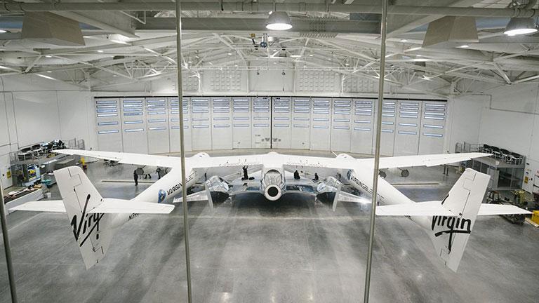 En el hangar - Virgin Galactic