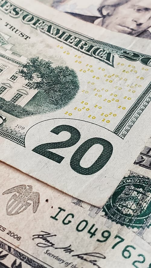 20 dollars bill (CC) Jorge Salvador