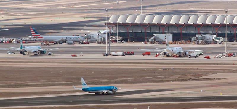 Aeropuerto de Madrid-Barajas Adolfo Suárez y Duque de Pollo (CC)-by Alvy