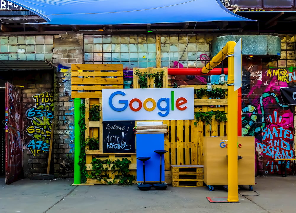 Google stall at an event in Germany (CC) Rajeshwar Bachu @ Unsplash