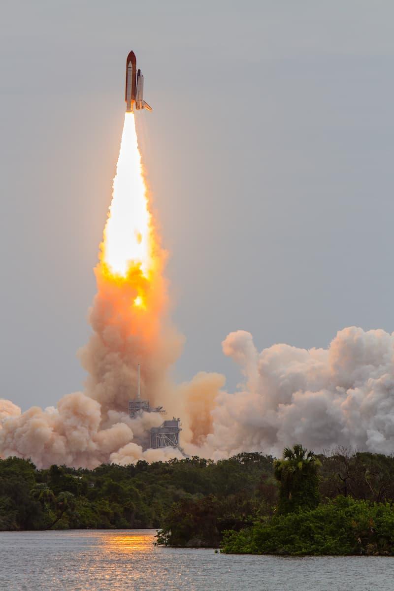 Despegue del Atlantis en la misión STS-135