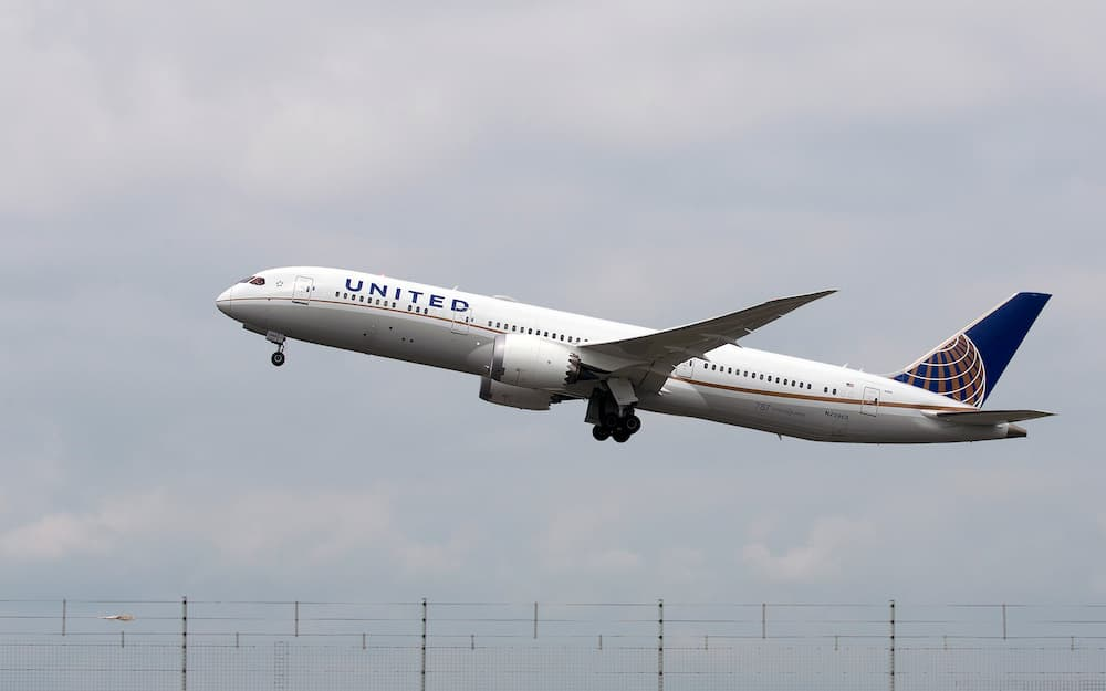 Un 787 de United Airlines despegando de Londres – Wicho