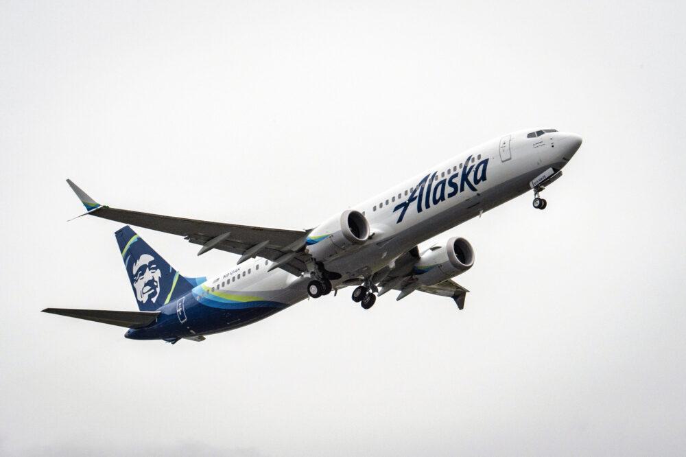 El N913AK en vuelo – Alaska Airlines