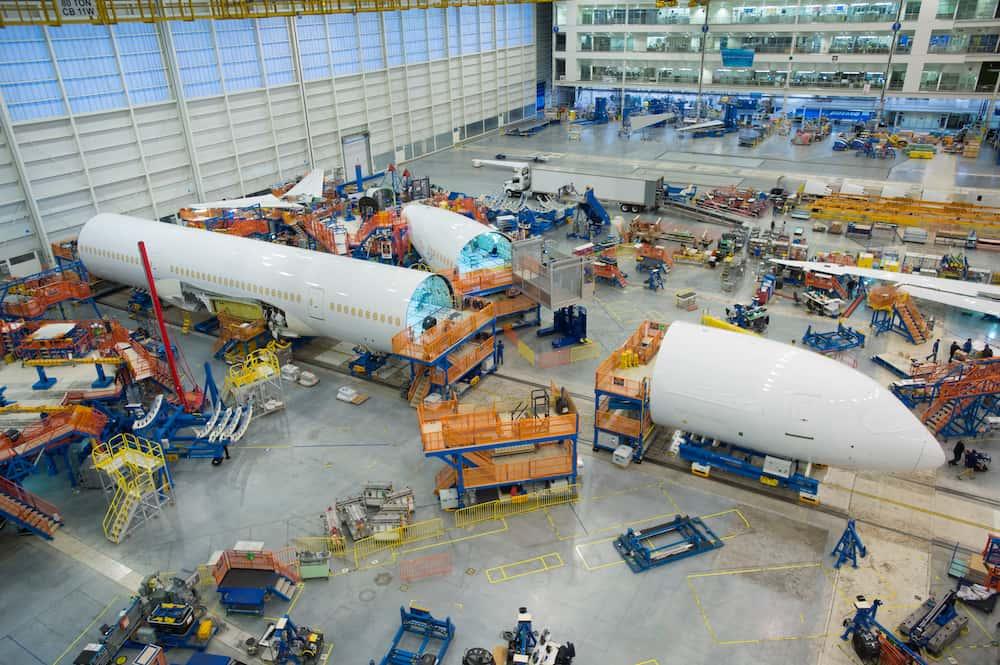 El primer Boeing 787-10 durante su ensamblado – Boeing