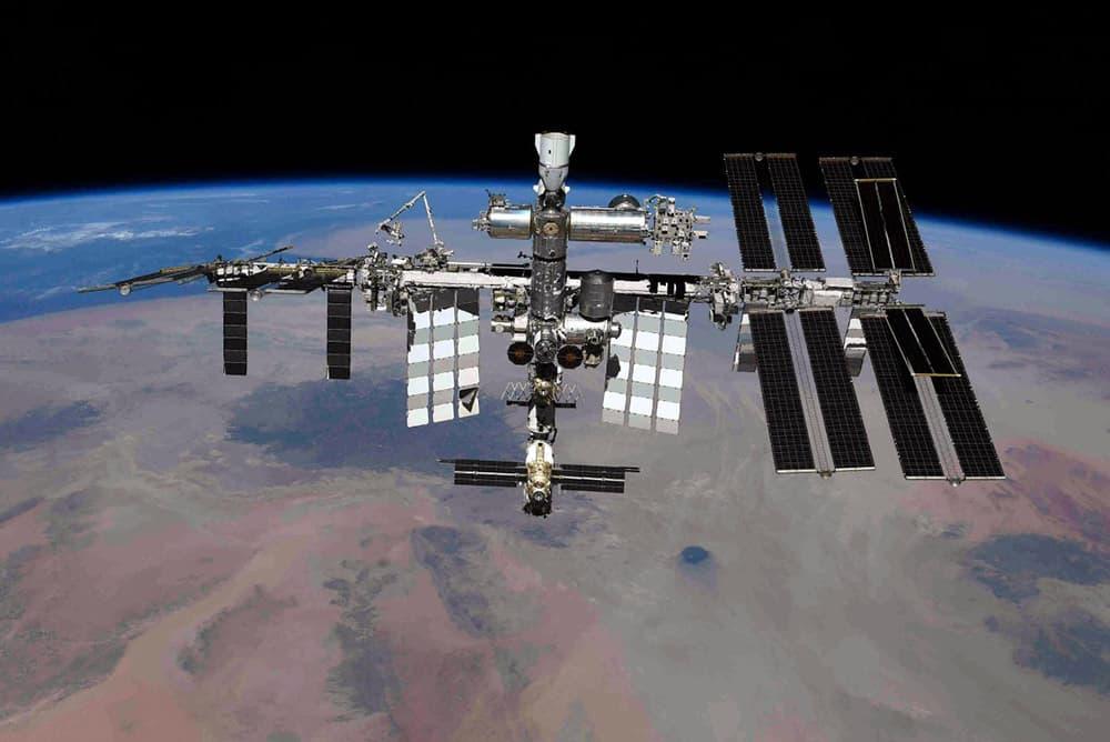 La EEI vista desde la Soyuz MS-18 – Oleg Novitskyi/Roscosmos
