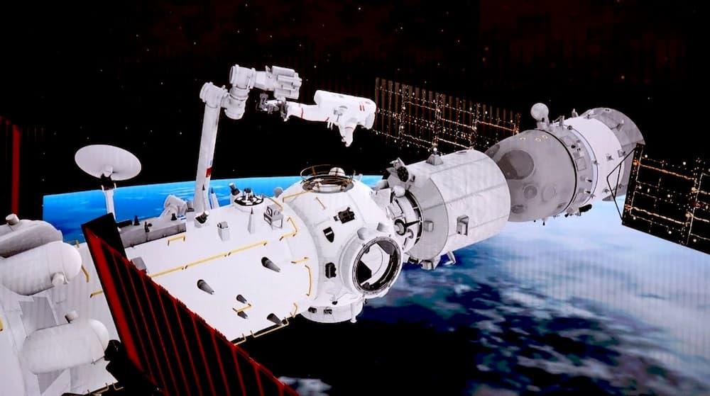 Liu Boming en el brazo robot – CCTV/ShuttleAlmanac