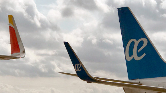 Un avión de Iberia y otro de Air Europa – Iberia