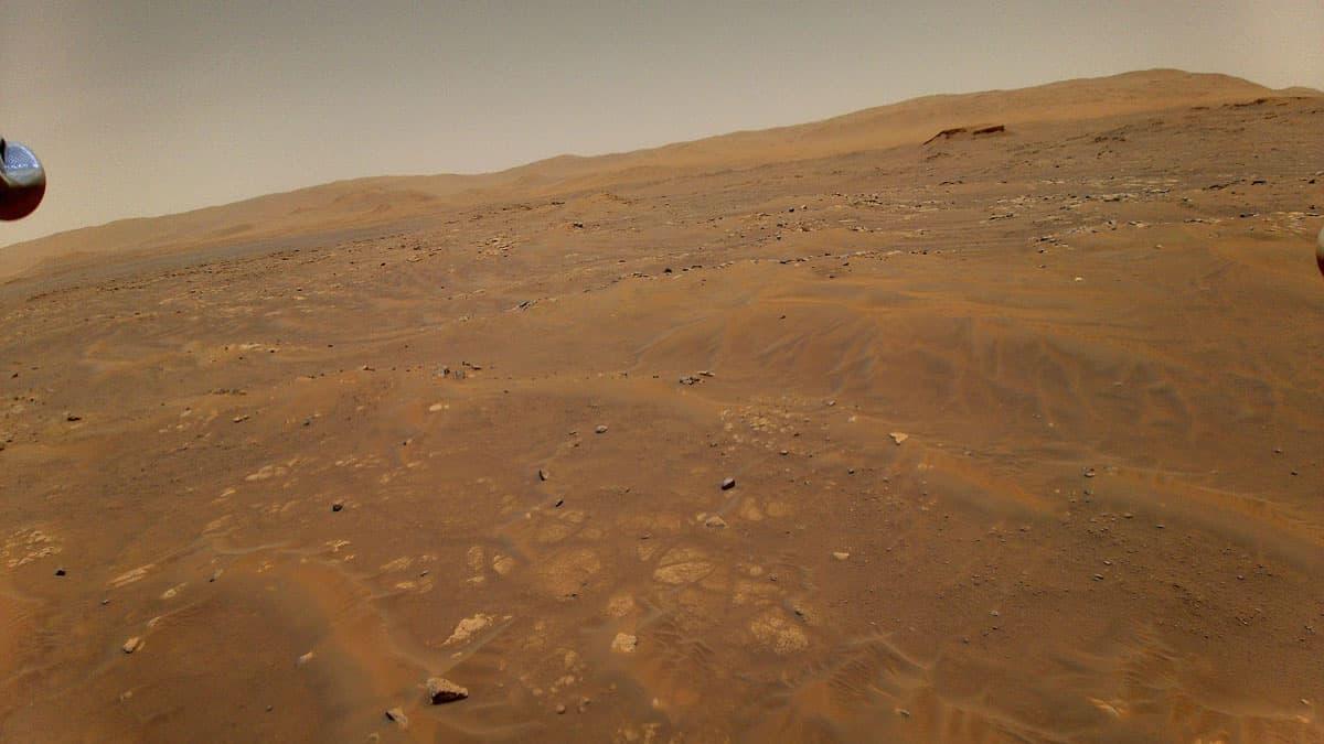 Una de las fotos tomadas desde el aire por Ingenuity durante su sexto vuelo NASA/JPL-Caltech