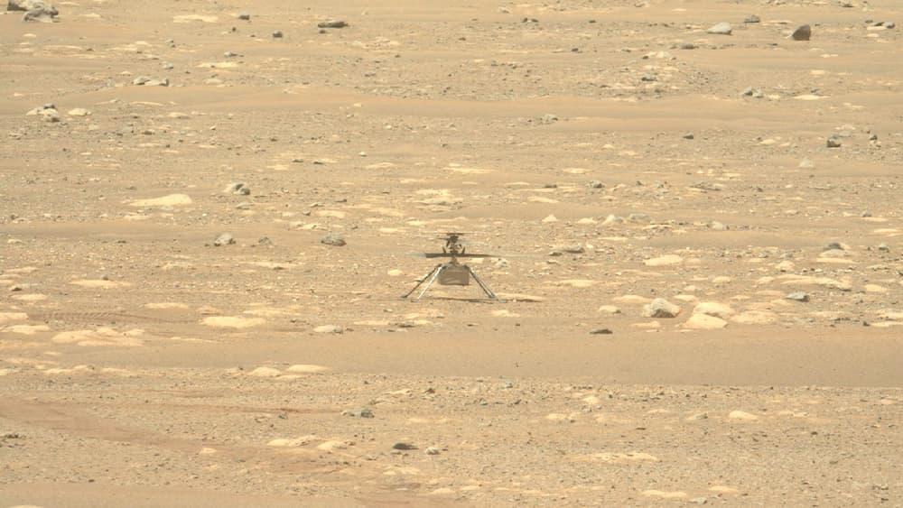 Ingenuity sobre la superficie de Marte ek 16 de abri de 2021 – NASA/JPL-Caltech/ASU